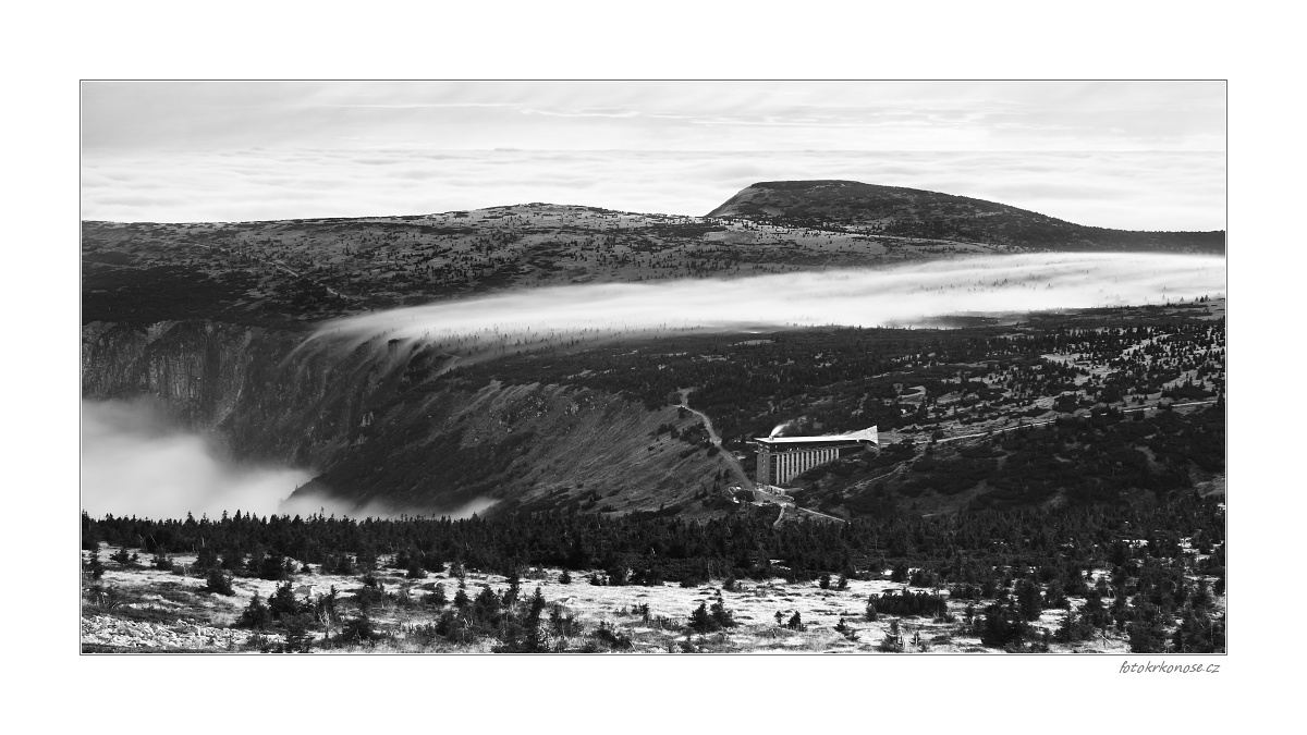 Plíživá mlha
